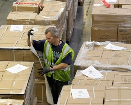 A worker in an Amazon.com warehouse. (Photo: AP)