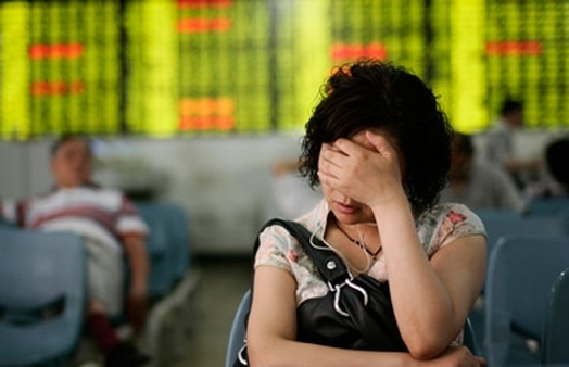 Investor reacting to falling stock prices. (Photo: AP)
