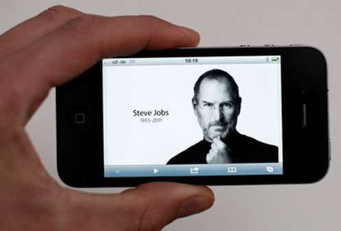 Steve Jobs memorial on an iPhone. (Photo: AP)