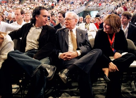 Warren Buffett is flanked by his son, Peter, and daughter, Susie, at the annual Berkshire Hathaway shareholders meeting, in Omaha, Neb., in 2007. (AP Photo: Nati Harnik)