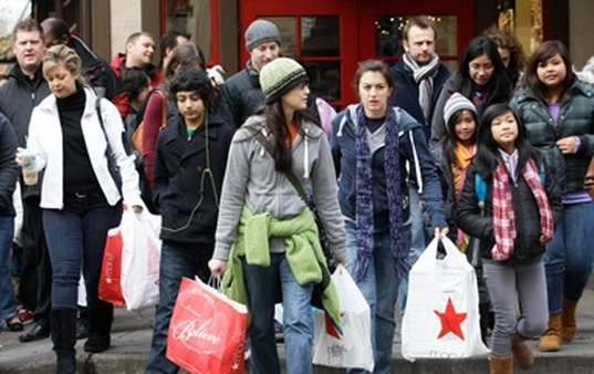 Merchants expect shoppers to drive hard bargains this year. (Photo: AP)