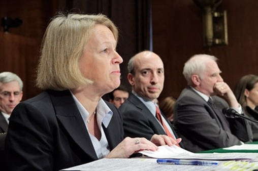 Gary Gensler (center) with SEC Chairman Mary Schapiro at a congressional hearing. (Photo: AP)