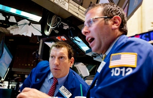 NYSE traders reacting to falling stock prices. (Photo: AP)