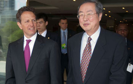 U.S. Treasury Secretary Timothy Geithner (left) with Zhou Xiaochuan, China's central bank governor. (Photo: AP)
