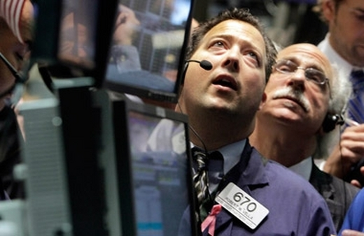 Two NYSE traders watching returns. (Photo: AP)
