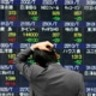 Japan Hitting Gas on Its Ride Off Cliff: Shilling