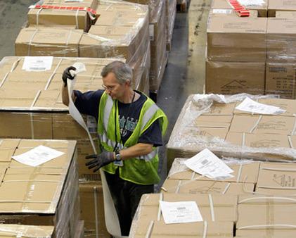 A worker in an Amazon warehouse in Arizona. (Photo: AP)