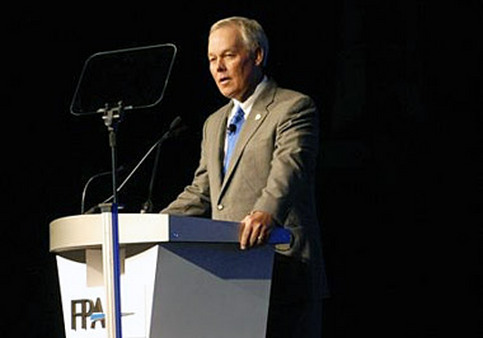 Marv Tuttle, FPA executive director and CEO, speaking at an FPA conference in 2010.