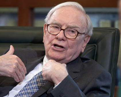 More than 18,000 came to hear Warren Buffett speak at the shareholders' meeting. (Photo: AP)