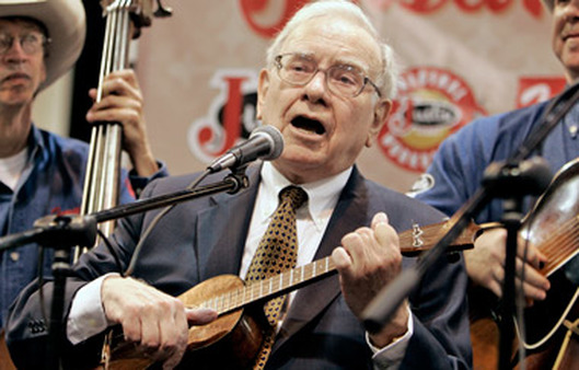 Warren Buffett, playing the ukulele, says he feels 'terrific.'  (Photo: AP)