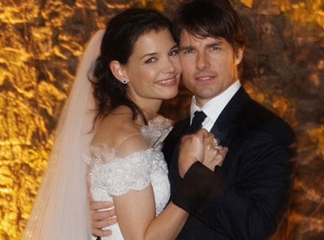 The happy couple, known as TomKat, on their wedding day in November 2006. (Photo: AP)