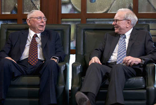 Warren Buffett (right) and Charlie Munger talking at Berkshire-Hathaway meeting in May. (Photo: AP)