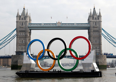 The Olympic rings on a tugboat on the River Thames in London. (Photo: AP)