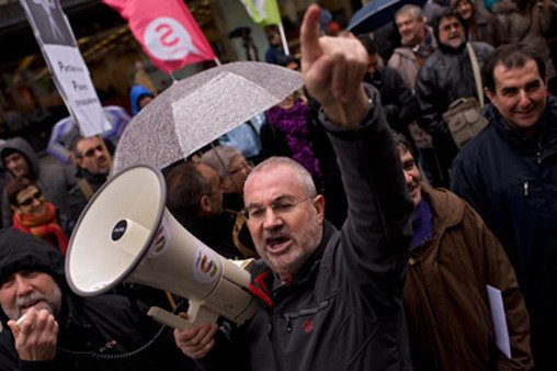 Spaniards protesting austerity in February. Spain could see more mass demonstrations in the fall. (Photo: AP)