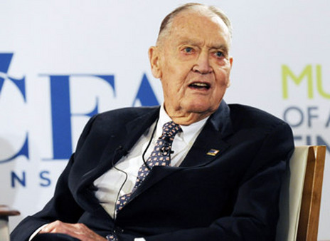 John Bogle cited BlackRock's recent fee cuts as an illustration of how costs matter to investors. (Photo: Bloomberg)