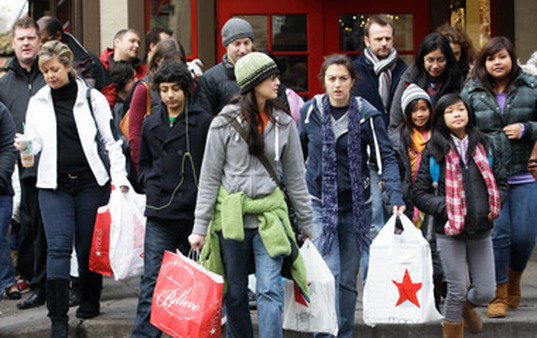 Shoppers leave Macy's in New York. (Photo: AP)