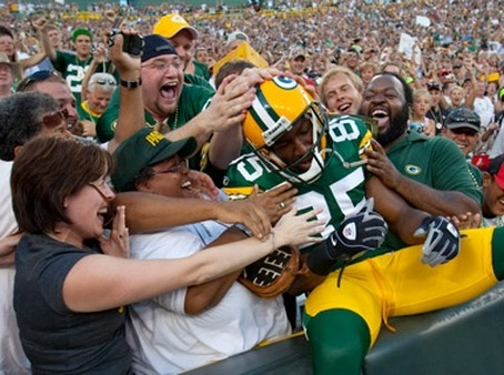 Green Bay Packers' player taking the Lambeau Leap. (Photo: AP)
