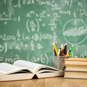 Schwab Aims for Free Financial Education for All Schools by 2025