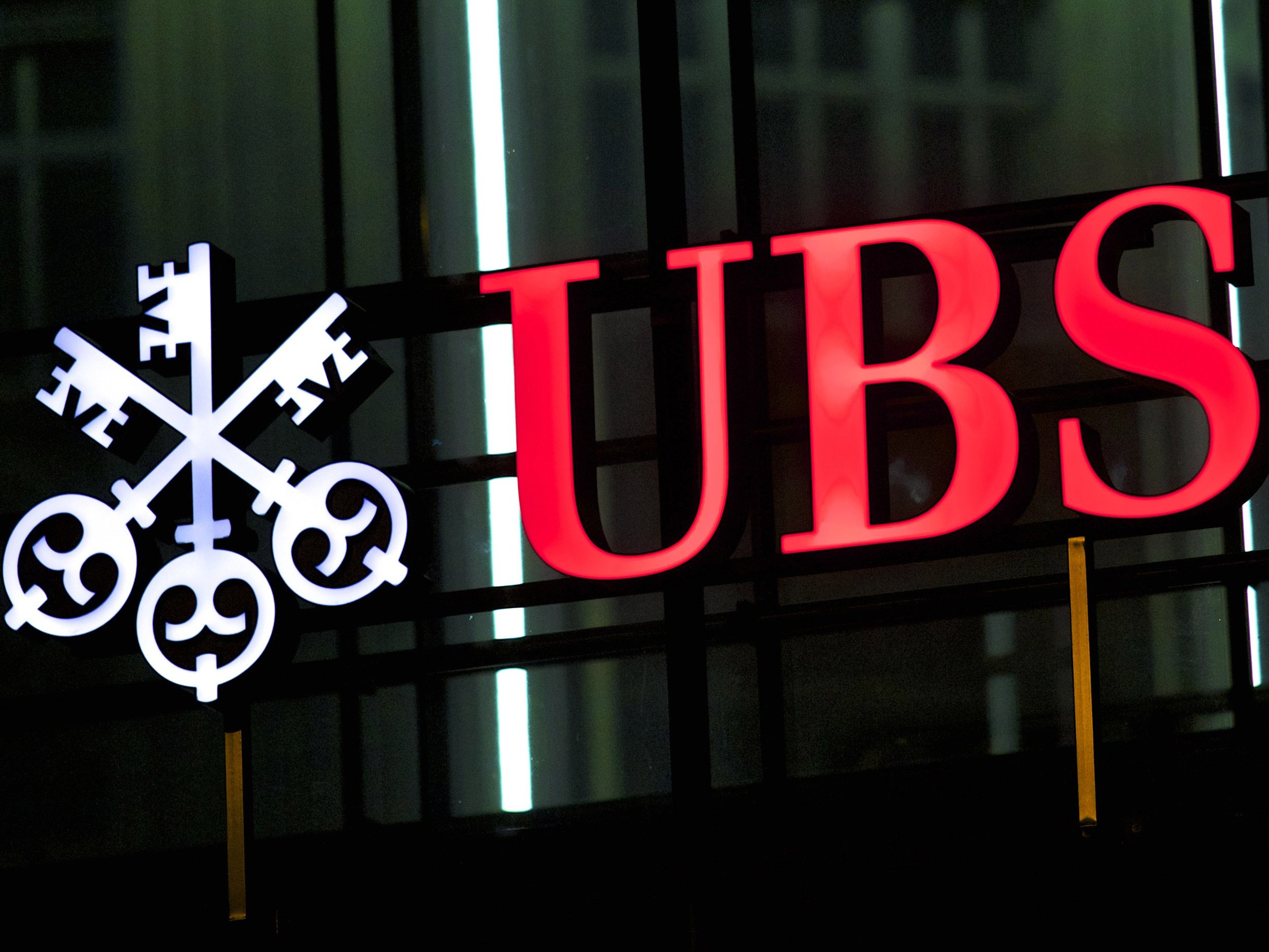 Bloomberg photo of UBS sign in Zurich