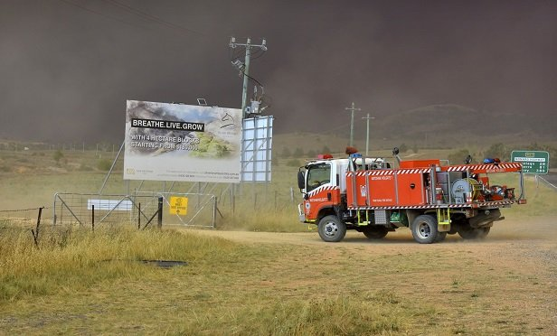 Bushfires smoke starts to advance on the rural town Bredbo, south of Canberra, on Saturday, Feb. 1, 2020. Photographer: Mark Graham/Bloomberg`