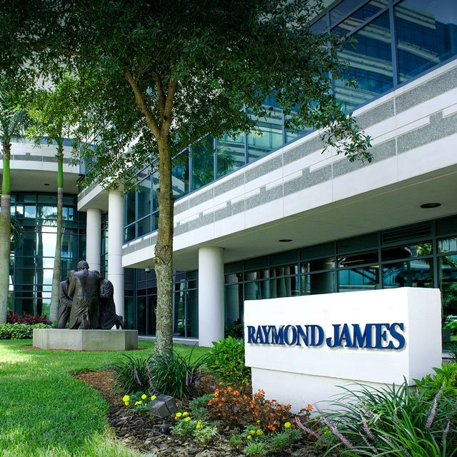 Raymond James Nabs 11 Reps From Wirehouses, Other Rivals