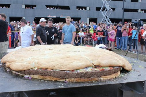 IAIS puts big insurers on the scales (One-ton cheeseburger, AP Photo/Black Bear Casino Resort)