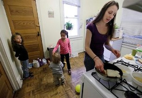 Single mother Lisa Zilligen, 28, prepares lunch for her three children (AP Photos/M. Spencer Green)
