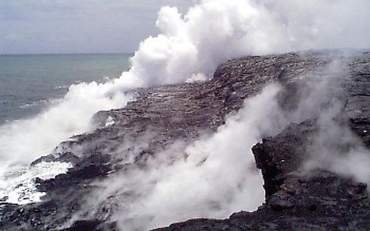 "(<a href=""http://hvo.wr.usgs.gov/multimedia/archive/19980605/main.html"">U.S. Geological Service</a> photo)"