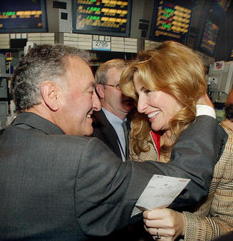 Sandy Weil hugging daughter Jessica Bibliowicz after NFP's stock went public in 2003. (AP photo/Richard Drew)
