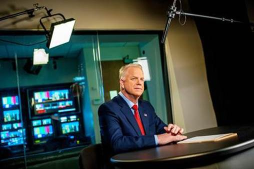 2013 LIAM spokesperson Boomer Esiason tapes a PSA for the LIFE Foundation.