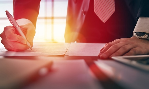 Broker-dealers with less than $10 billion in assets under management account for more than 80 percent of broker-dealer sales volume but less than 10 percent of advisor-managed assets. (Photo: iStock)