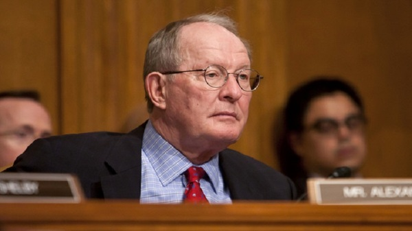 Lamar Alexander, shown above at a hearing, told NAHU members that Congress needs time to come up with a good replacement for the Affordable Care Act. (Photo: Diego Radzinschi/ALM)