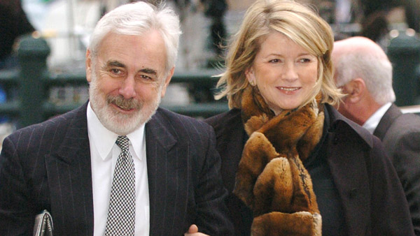 Martha Stewart enters Manhattan federal court with her attorney John Tigue in March 2004 (Photo: AP)