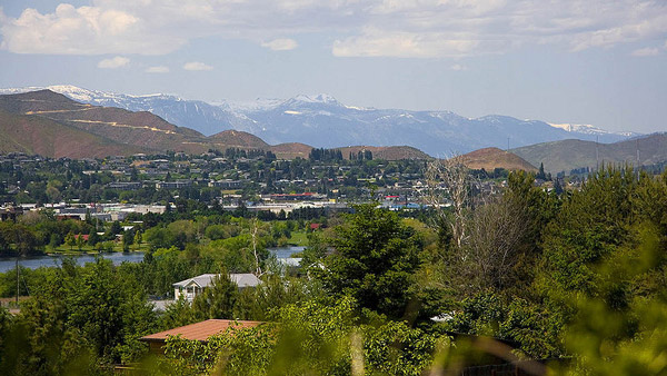 Skyline of Wenatchee, Washington. (Photo: Wikimedia Commons)