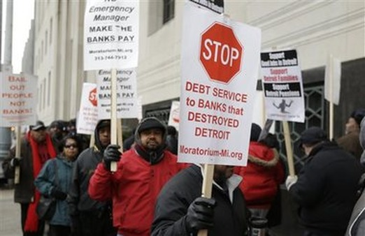 Detroit city workers protest outside the courthouse in Detroit while awaiting the bankruptcy decision. (AP Photo/Carlos Osorio)