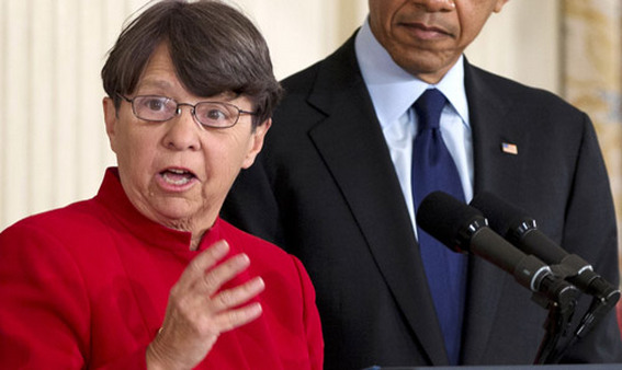 SEC Chairwoman Mary Jo White with President Barack Obama. (Photo: AP)