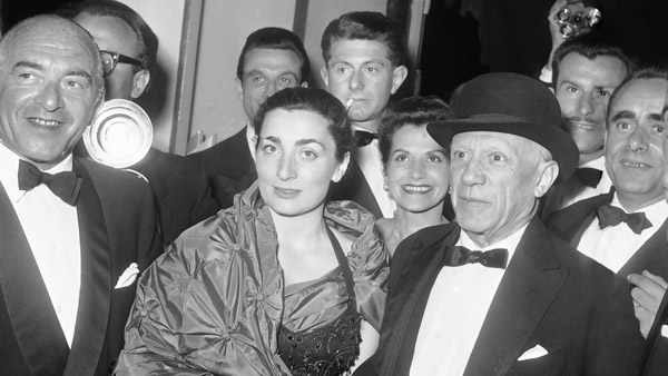 Pablo Picasso and his wife Jacqueline Roques in 1961. (Photo: AP)