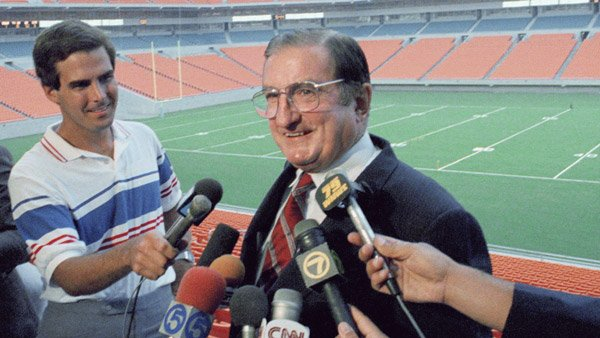 Joe Robbie speaks to reporters at the Miami Dolphin's stadium in 1987. (Photo: AP)