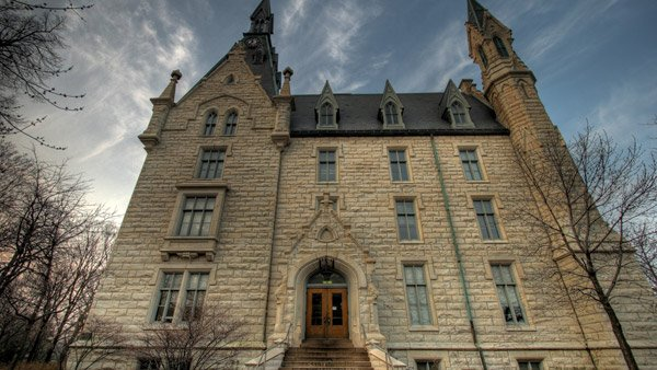Northwestern University Hall. (Photo: Wikimedia Commons)