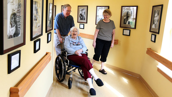 Family visiting a women in nursing home. (Photo: AP)