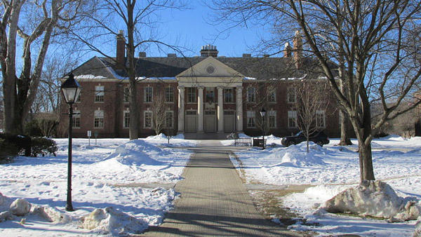 Deerfield Academy main building. (Photo: Wikimedia Commons)
