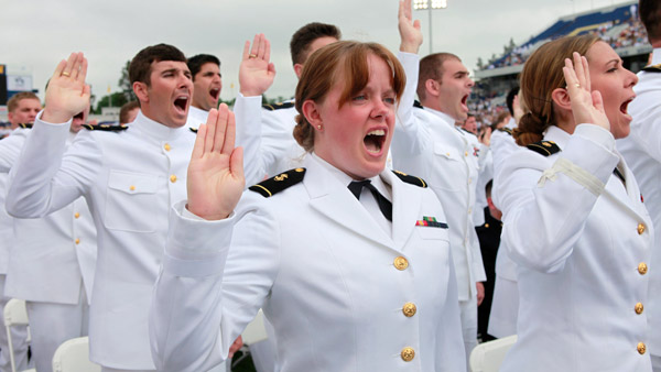 U.S. Naval Academy cadets take the oath of office during the commissioning ceremony. (Photo: AP)