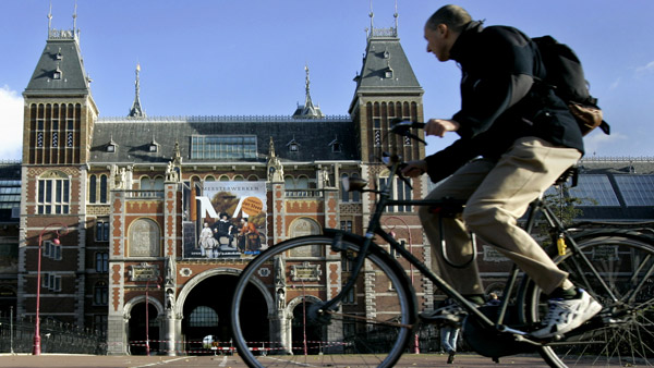 A cyclist passes the Rijksmuseum in the center of Amsterdam. (Photo: AP)