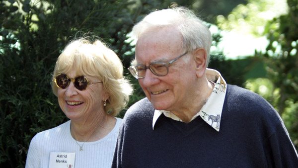 Warren Buffett and his wife Astrid Menks. (Photo: AP)