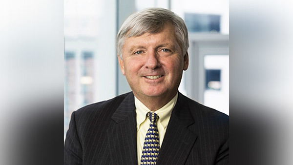 T. Rowe Price's Chairman and CIO Brian Rogers will step down from those roles in March 2017.