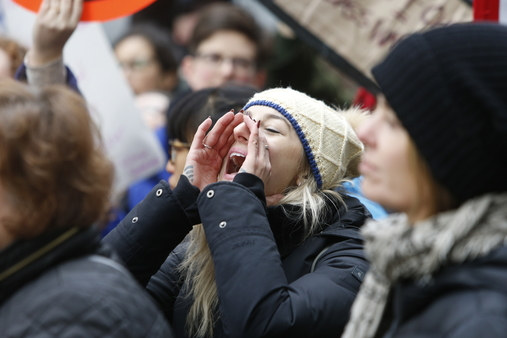 What do we want? Advice! When do we want it? NOW! (Photo: AP)
