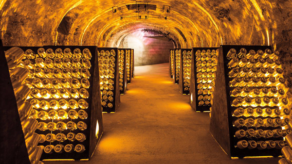 Champagne and personalized cuvée with Armand de Brignac.